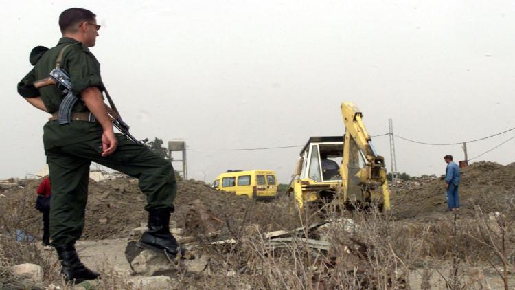 الجيش الجزائري يدمر مخابئ للإرهابيين غربي البلاد