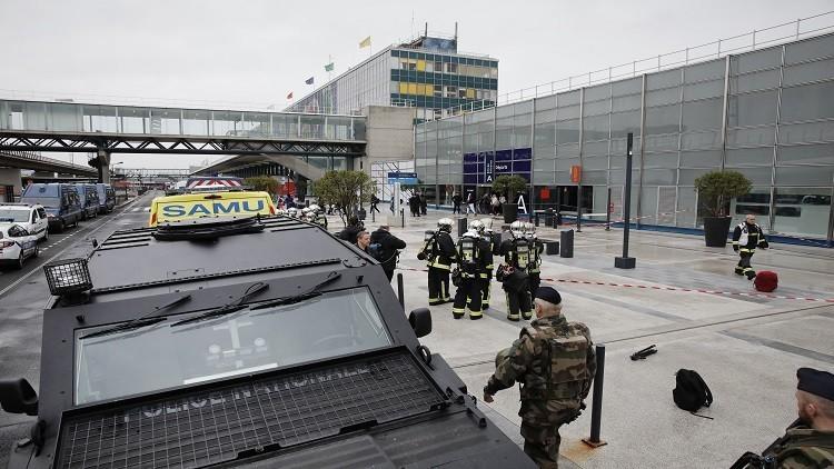 مصدر قضائي: منفذ هجوم مطار أورلي بباريس كان ثملا