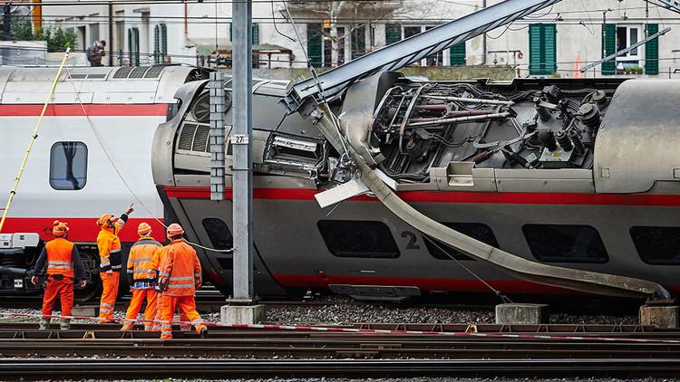 انحراف قطار عن مساره في سويسرا (صور + فيديو)