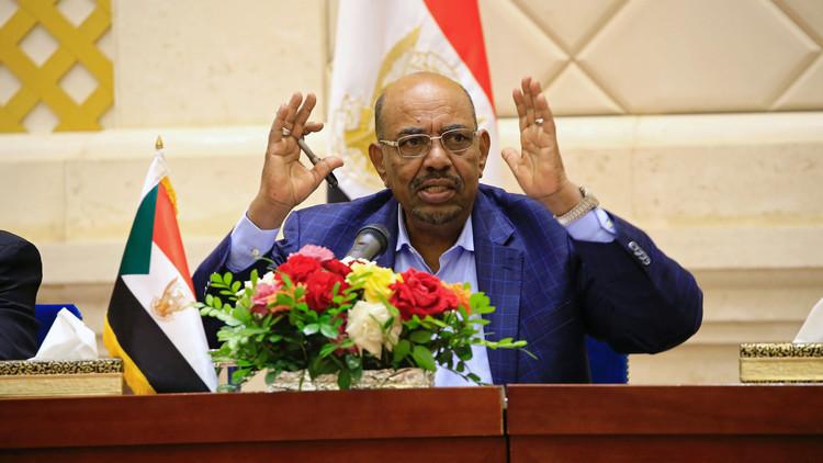 البشير يلتقي رئيس الوزراء التونسي في الخرطوم