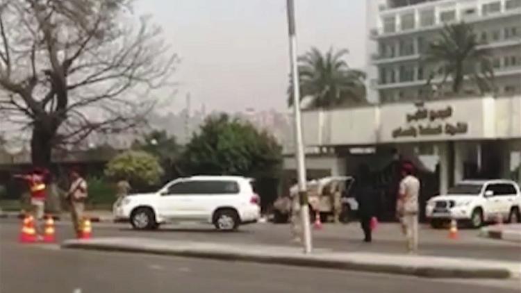 نشر شريط فيديو صوّر لحظة مغادرة مبارك مستشفى المعادي العسكري