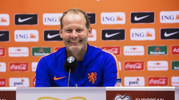 مدرب هولندا يلمح بالرحيل