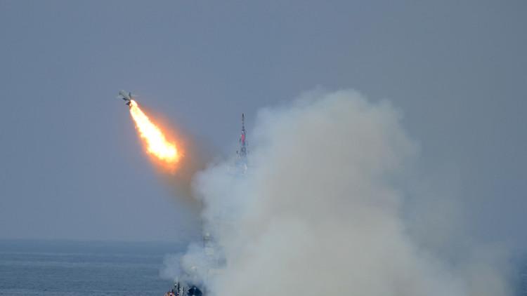 صحيفة بريطانية: بضربة واحدة يستطيع الروس تدمير أحدث حاملات طائراتنا