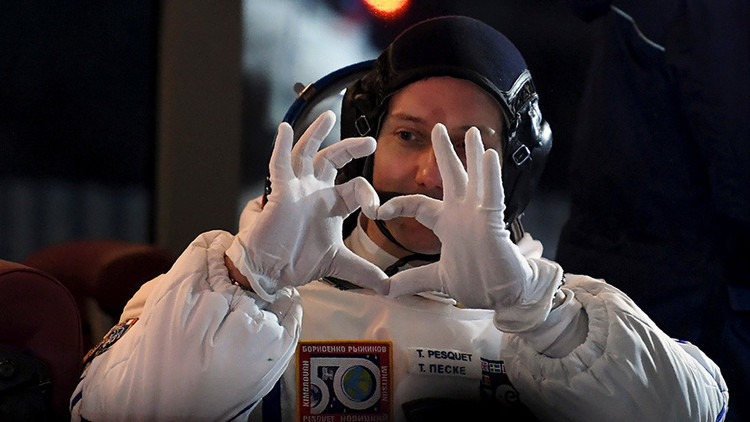 رائد فرنسي يحمل معه خواتم زواج إلى محطة الفضاء الدولية