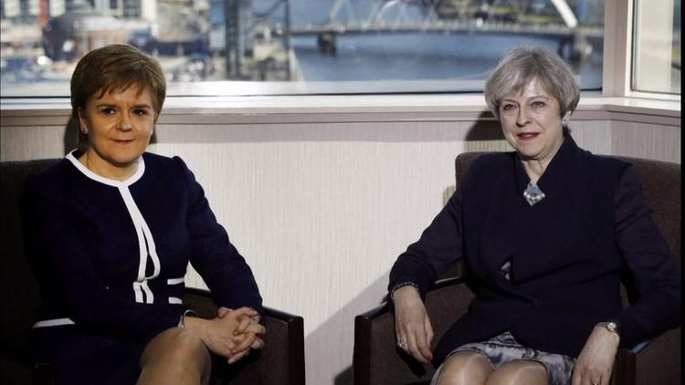 تصاعد الخلافات بين لندن وإدنبرة