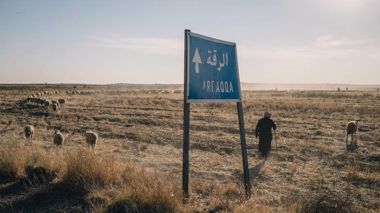 داعش يقصف سد الفرات !