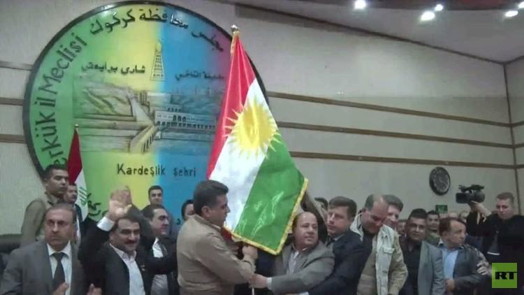 رفع العلم الكردي في مجلس محافظة كركوك