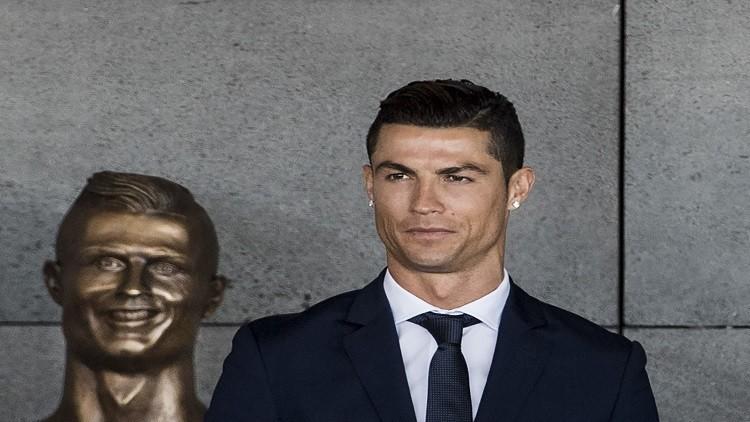 بالصور والفيديو.. تمثال رونالدو يثير السخرية في مواقع التواصل الاجتماعي
