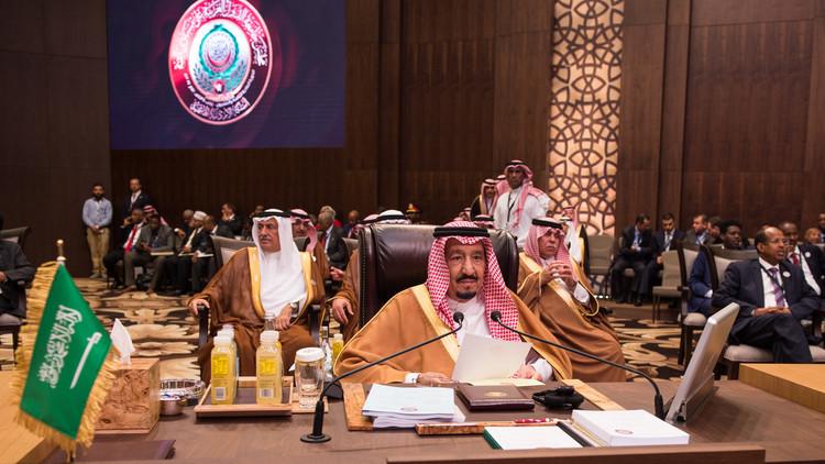 الملك سلمان يغرد بعد انتهاء القمة