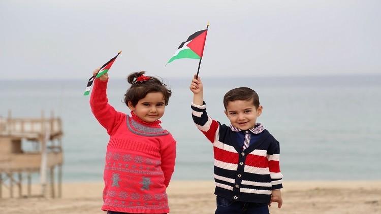وزير إسرائيلي يحشد التأييد لاقتراحه بناء جزيرة قبالة ساحل غزة
