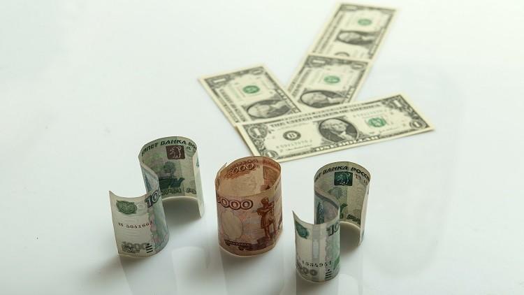 الدولار بـ 56 روبلا لأول مرة منذ 2015
