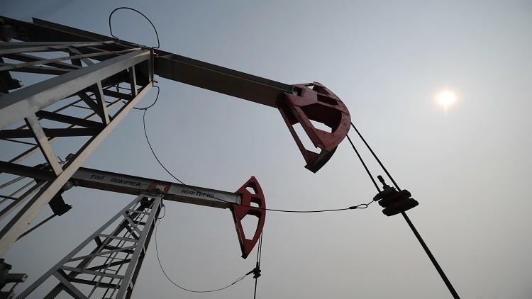 بالرغم من التراجع..النفط أعلى من 52 دولارا