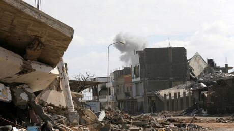 تصاعد الدخان نتيجة الاشتباكات في بنغازي