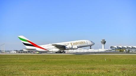 """طائرة تابعة لأسطول """"طيران الإمارات"""""""