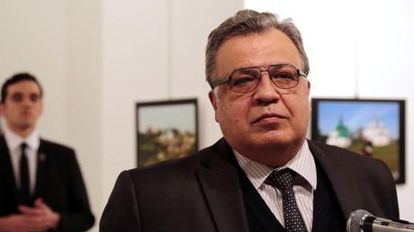 السفير الروسي أندريه كارلوف وقاتله مولود ميرت ألطينتاش