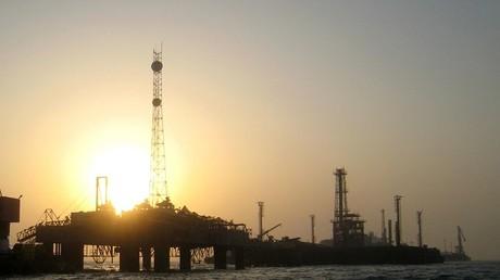 منصة نفطية في المنامة عاصمة البحرين