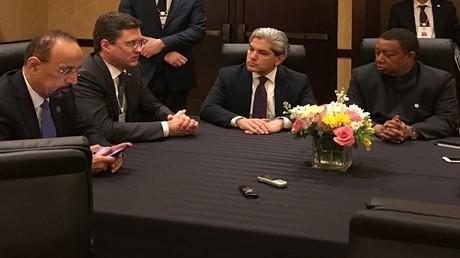 اجتماع يضم وزيرا الطاقة الروسي ألكسندر نوفاك والسعودي خالد الفالح وأمين عام