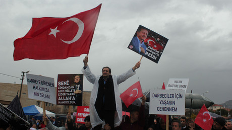أتراك مؤيدون للرئيس أردوغان - أرشيف