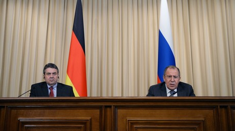 وزيرا الخارجية الروسي سيرغي لافروف والألماني زيغمار غابرييل