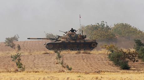 """دبابة تركية تابعة لقوات عملية """"درع الفرات"""" شمالي سوريا"""
