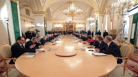 الرئيسان فلاديمير بوتين ورجب طيب أردوغان خلال الاجتماع السادس لمجلس التعاون الروسي التركي