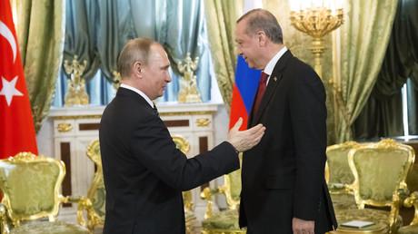 بوتين خلال لقائه أردوغان في موسكو يوم 10 مارس/آذار