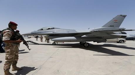 أرشيف - طائرة مقاتلة من طراز F-16 في قاعدة عسكرية في العراق، 20 يوليو 2015