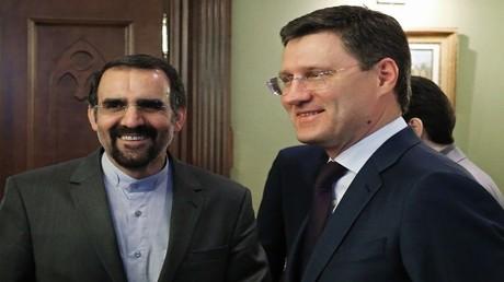 وزير الطاقة الروسي، ألكسندر نوفاك مع وزير الاتصالات وتقنية المعلومات الإيراني، محمود واعظي