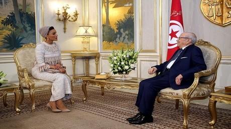 الشيخة موزا بنت ناصر والرئيس التونسي الباجي قائد السبسي