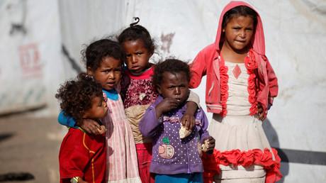 أطفال في مخيم ضروان للنازحين قرب العاصمة اليمنية صنعاء