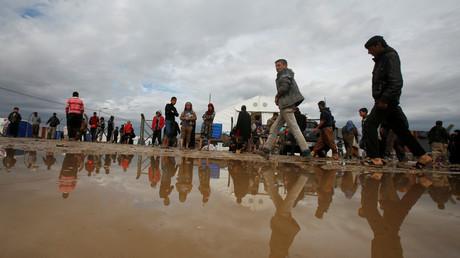 نازحون من غرب الموصل داخل مخيم حمام العليل