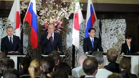 مؤتمر صحفي لوزراء الخارجية والدفاع لروسيا واليابان