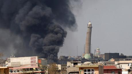 تصاعد أعمد الدخان في الجزء الغربي من الموصل
