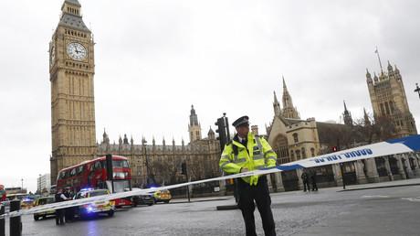 الشرطة في محيط البرلمان