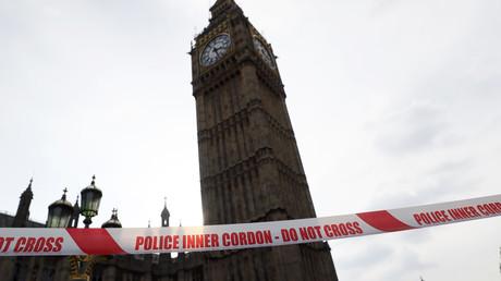 البرلمان البريطاني بعد تطويقه على خلفية الهجوم الإرهابي