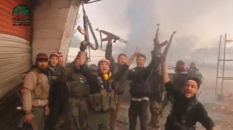 """عناصر من """"أحرار الشام"""" أثناء الهجوم على دمشق"""