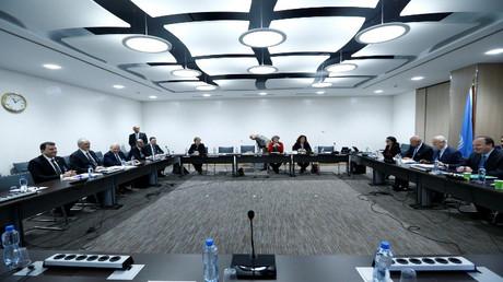 وفد المعارضة الحكومة السورية في لقاء مع المبعوث الدولي ستيفان دي ميستورا
