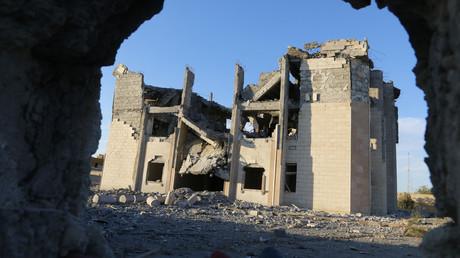 مبنى مصلحة المخابرات في الرقة بعد تدميرها من قبل طيران التحالف الدولي (01/11/2014).