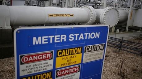 اتفاق خفض إنتاج النفط يسير على قدم وساق