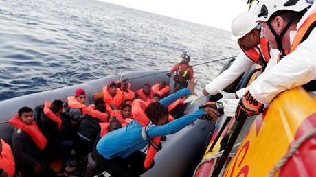 إنقاذ مهاجرين في البحر المتوسط (أرشيف)