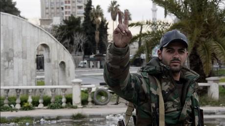 جندي من الجيش السوري في منطقة العباسيين بدمشق