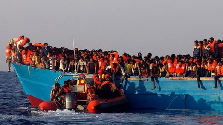 منظمات إغاثة تنفي مساعدة مهربي المهاجرين في البحر المتوسط