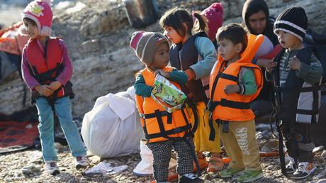 مهاجرون أطفال تم إنقاذهم من البحر المتوسط