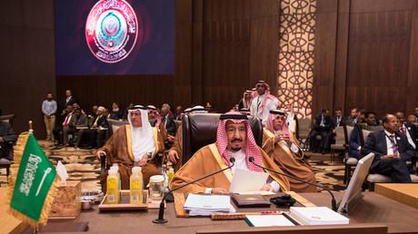العاهل السعودي خلال القمة العربية