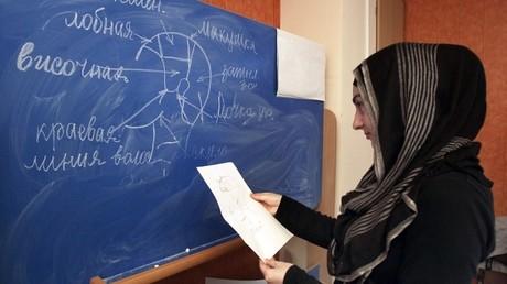 برلمان الشيشان يقر ارتداء الحجاب في المدارس