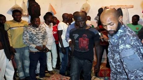 (صورة أرشيفية) مهاجرون في ليبيا