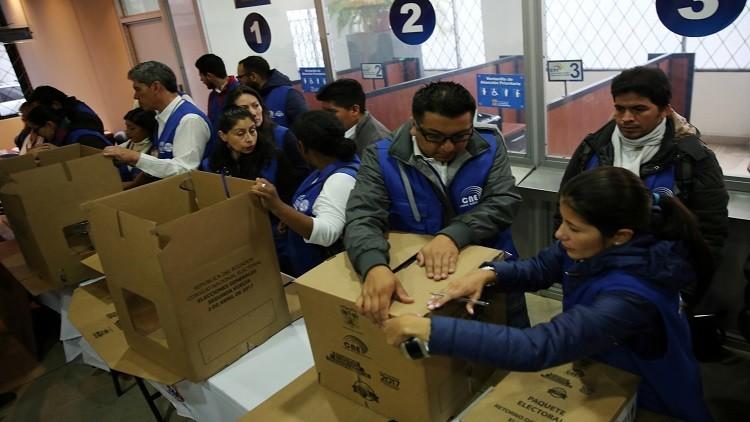 انتخابات الإكوادور بين فوز مرشح اسمه لينين وترحيل أسانج