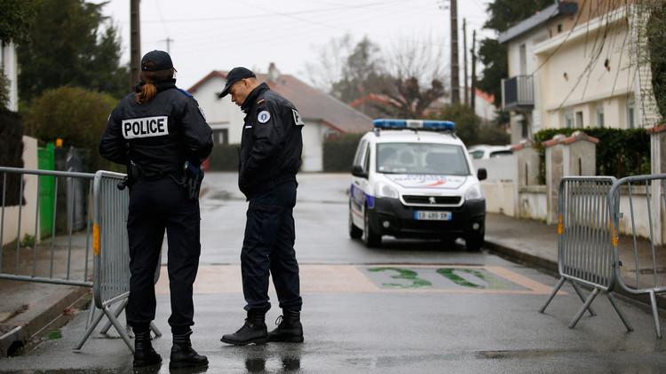 توقيف فتاتين في فرنسا للاشتباه بتخطيطهما لهجمات