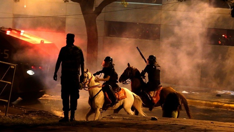 أعمال الشغب في بارغواي تطيح بوزير الداخلية وقائد الشرطة