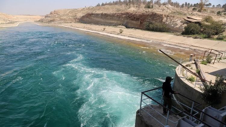 العراق يستعد لاحتمال انهيار سد الطبقة السوري